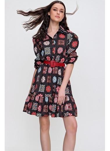Pink Park Çiçek Motifli Gömlek Yaka Önü Düğmeli Eteği Fırfırlı Elbise RY00001 Siyah